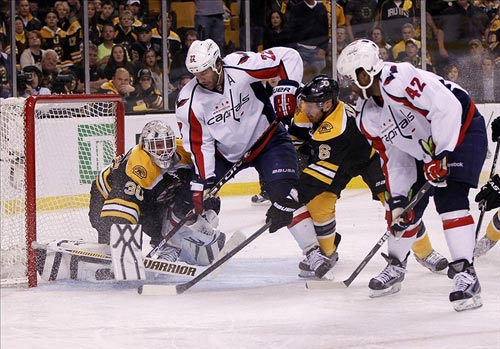 Washington Capitals right wing Joel Ward (42) scores