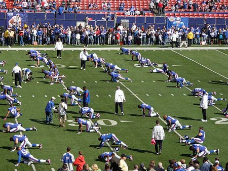 New York Giants stretching before the game.