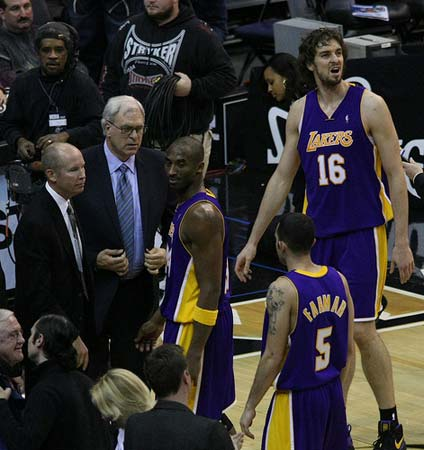Phil Jackson with Lakers Players.
